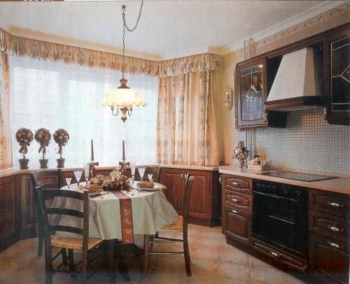 Классическая кухня с эркером выглядит респектабельно и изысканно
