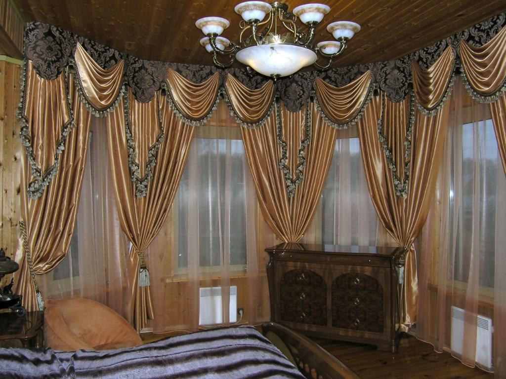 парчовые занавески в комнате
