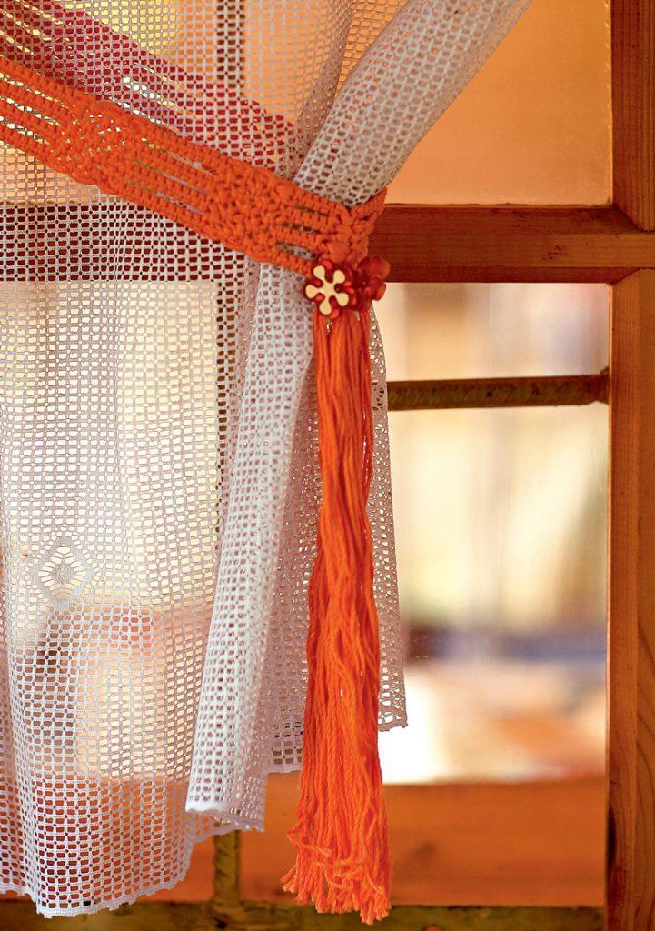 Декорируем подхваты для штор, сделанные своими руками