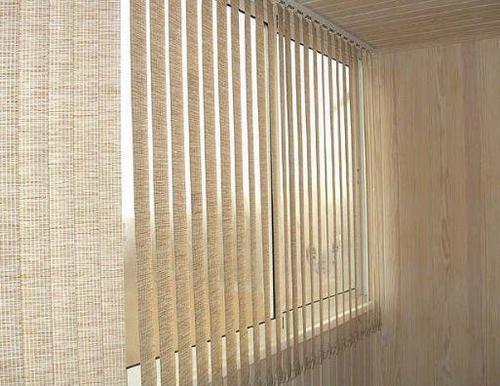 жалюзи вертикальные на балконе