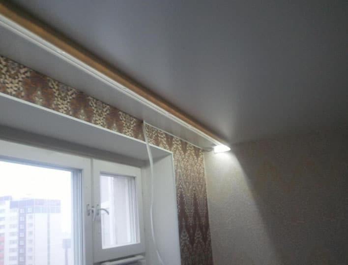 карниз на потолке