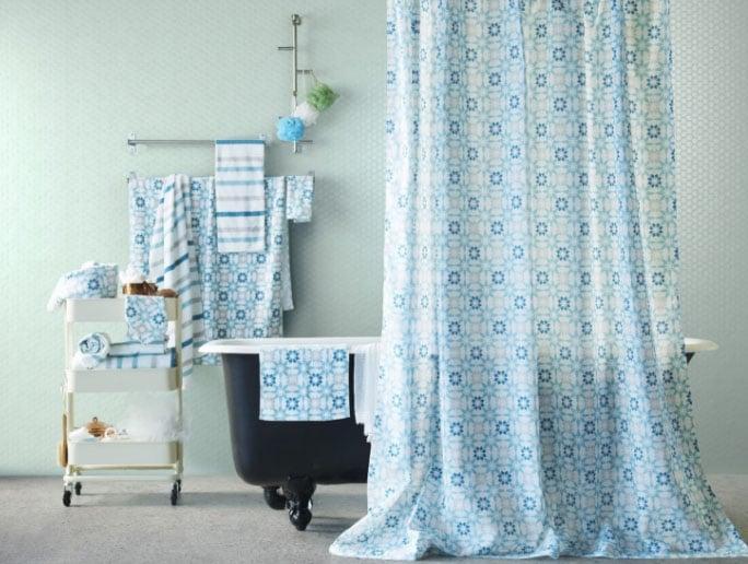 шторы из ткани в ванной