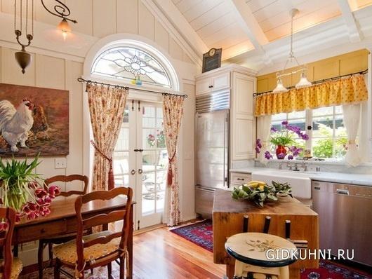 Создаем уютную кухню с помощью штор