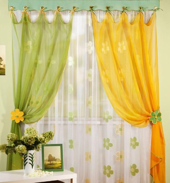 желтые и зеленые шторы