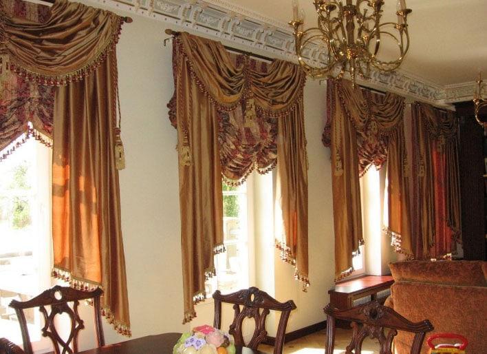 красивые шторы на два окна в стиле классика