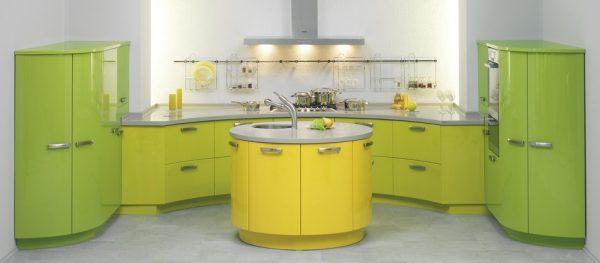Глянцевая кухня в желто-зеленых тонах