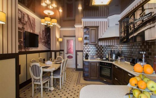 Бежевый кухонный дизайн в английском стиле