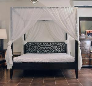 Балдахин над кроватью спасает от температурных перепадов