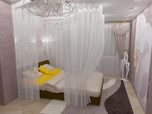 Кровать с балдахином в маленькой спальне
