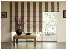 римские шторы из ткани с вертикальной полосой