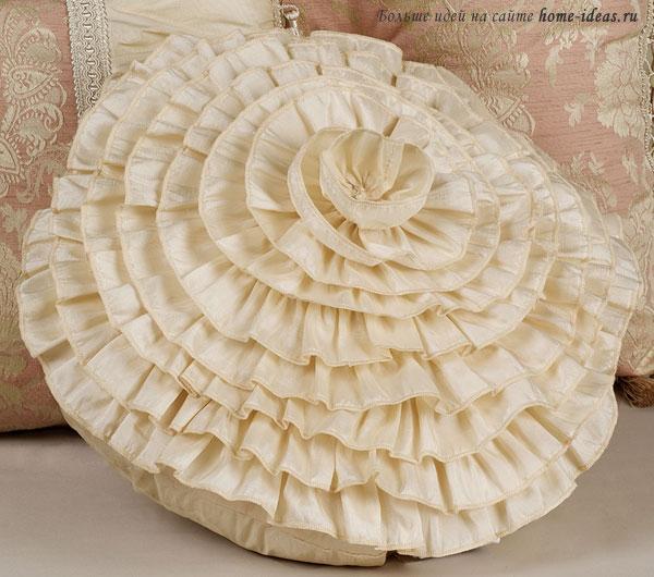 Декоративная подушка для спальни