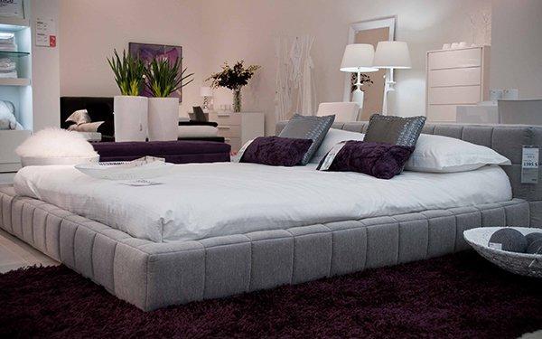 Декоративные сиреневые подушки