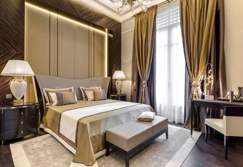 золотистые портьеры в пол в спальне