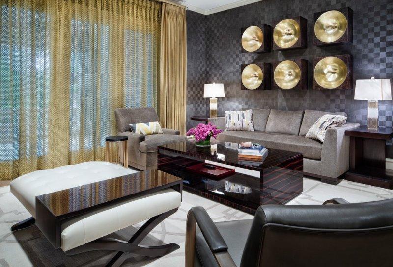 золотистый тюль в гостиной