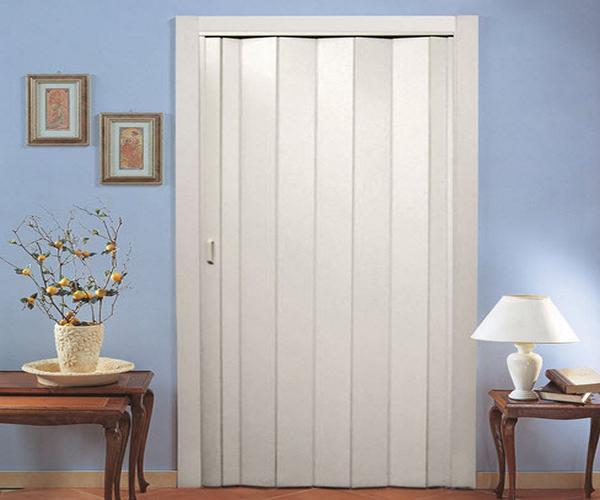 Дверь-гармошка в закрытом положении