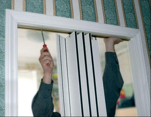 Монтаж двери-гармошки