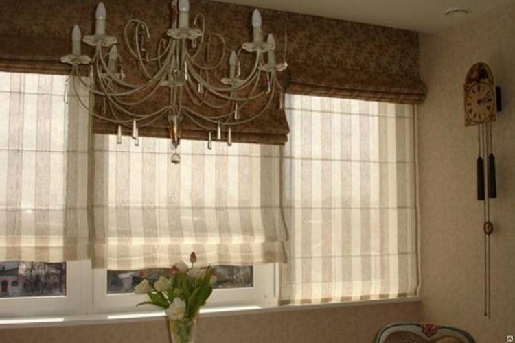 двойные римские шторы в гостиной