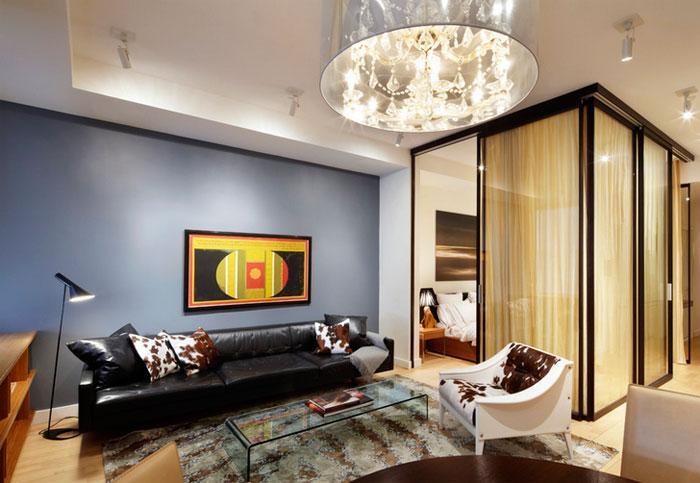 Зонирование квартиры: гостиная-спальня за стеклянной стеной