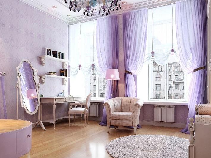 фиолетовые шторы в интерьере зала