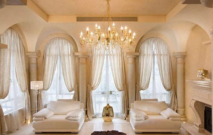 стиль классика в интерьере со шторами