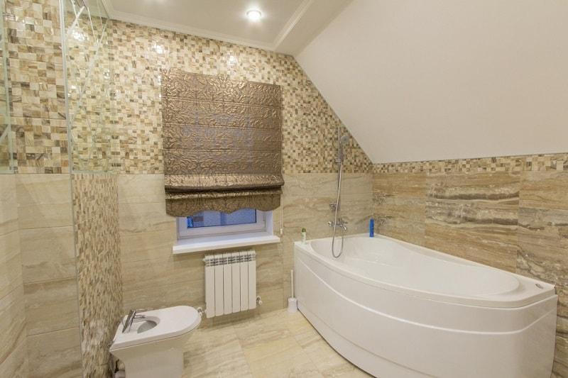 Греческие шторы в ванную комнату
