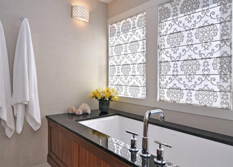 Греческая штора в ванную комнату