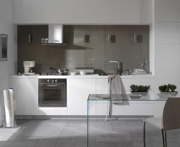 Интересный дизайн кухни в сером цвете в сочетании с белым.