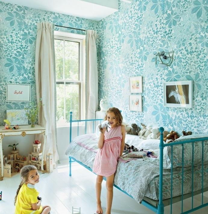 Цветочные орнаменты на стенах в детской