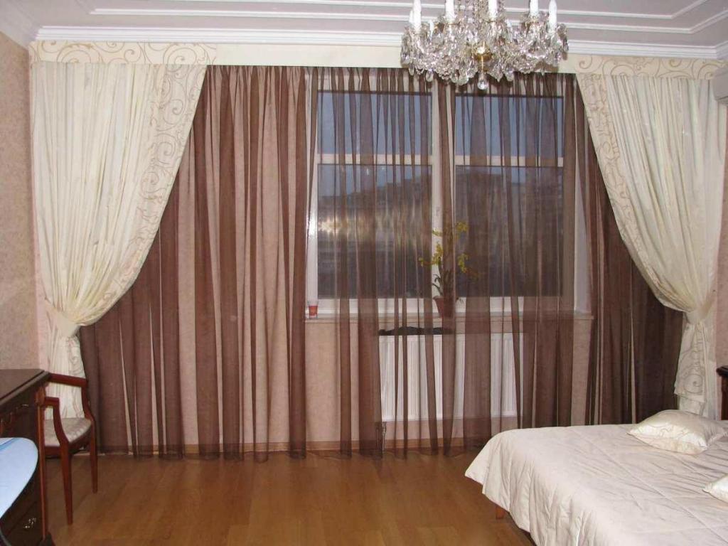 Если вы желаете сделать неповторимый дизайн вашей комнаты, то комбинированные шторы — отличный вариант для вас, включите все свои дизайнерские способности и фантазию