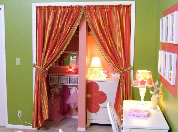 Цветные шторы в интерьере детской