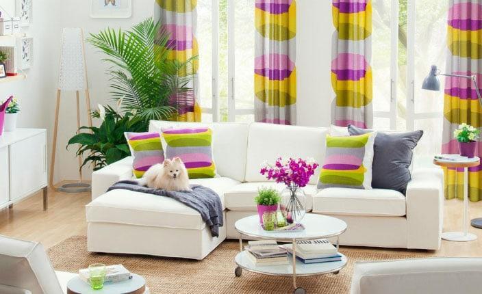 разноцветные шторы в интерьере