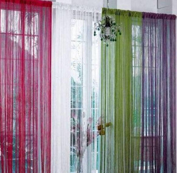 разноцветные нитяные шторы