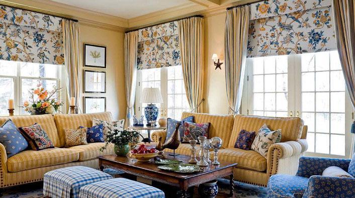 красивые римские шторы в гостиной