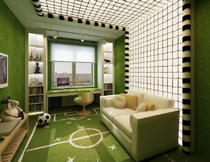 Светлые римские шторы в комнате спортивной тематики