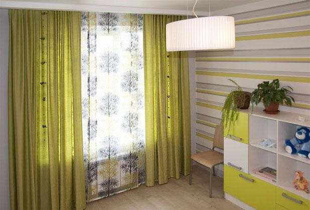 Сочетание нескольких видов штор в комнату малыша