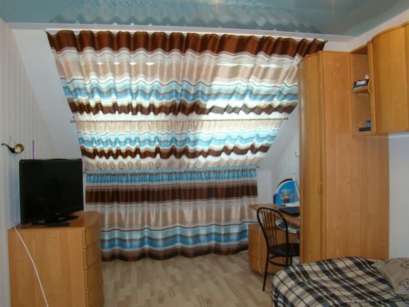 Оригинально оформленные торы в комнате для мальчика