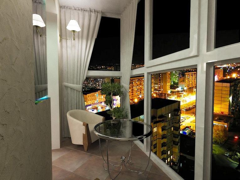портьеры на французском балконе