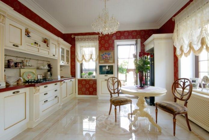 красные обои в кухне
