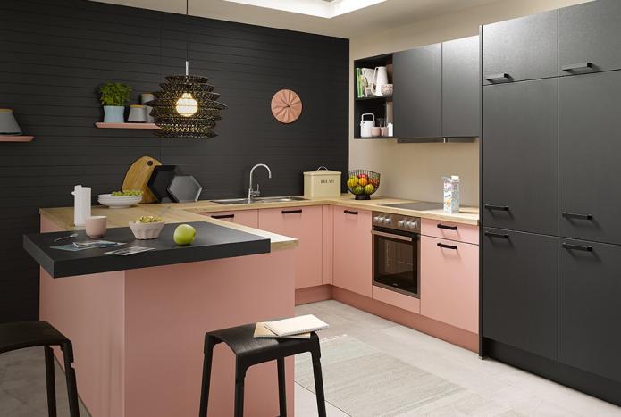 интерьер кухни в черно-розовых тонах