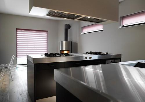 Рулонные шторы День и Ночь в интерьере кухни