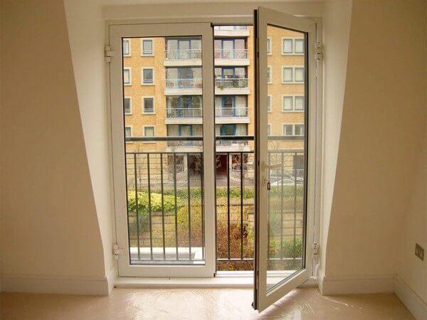 распашные двери на балкон